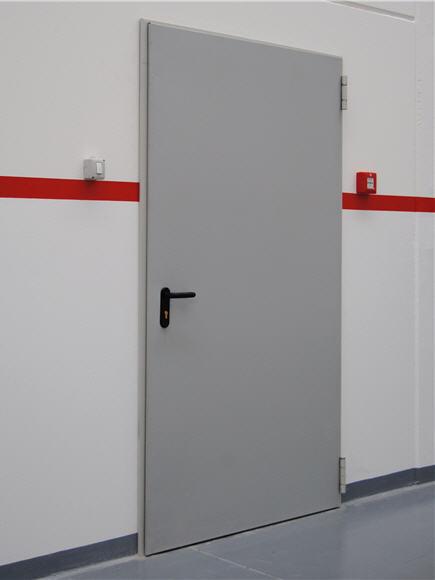 Lengvo tipo metalinės durys